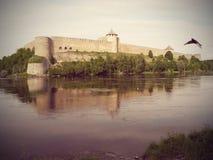 Крепость Ivangorod на русском банке реки Narva Стоковое Изображение