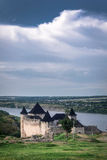 Крепость Khotyn на предпосылке панорамы неба Стоковые Изображения