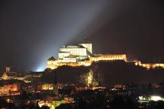 Крепость Kufstein в ноче Стоковое фото RF