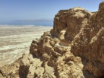 Крепость Masada в Израиле, на заднем плане мертвое море Стоковое Фото