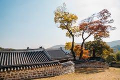 Крепость Namhansanseong, корейская старая традиционная архитектура на осени стоковые изображения rf