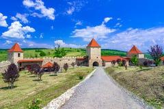 Крепость Rupea, Трансильвания, Румыния: Средневековая крепость города в области Трансильвании исторической Румынии стоковое фото rf
