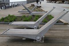 Кресла для отдыха металла и древесины стоковые изображения rf
