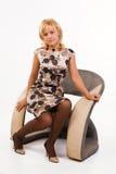 кресло красивейшее сидит женщина Стоковые Фотографии RF