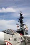 Крестоносец F-8 на борту USS Мидуэй стоковые фото