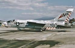 Крестоносец USN Vought F8U готовый для другой миссии 3-его февраля 1980 стоковое изображение rf