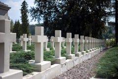 Кресты в кладбище стоковые изображения