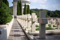 Кресты в кладбище стоковые фотографии rf