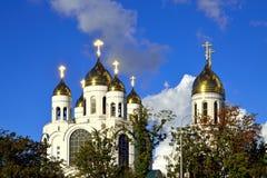 Кресты зарева золотые. Собор Христоса спаситель, Калининград, Россия Стоковая Фотография