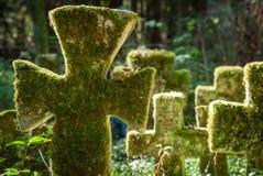 Кресты на старом кладбище Стоковое Изображение