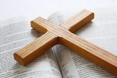 крест библии Стоковые Фотографии RF