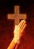 крест вручает молитву Стоковые Фото