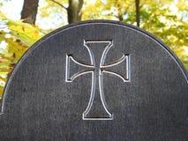 Крест высекаенный на деревянной поверхности, Литве стоковое фото