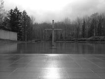 Крест в воде на заходе солнца Стоковое Изображение
