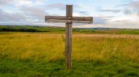Крест в кладбище Стоковые Изображения RF