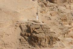 Крест в пустыне Иудеи стоковое фото rf