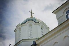 Крест и деталь крыши, монастыря Kaona стоковые изображения