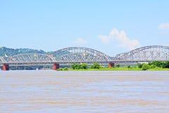 Крест моста Ava река Irrawaddy, Sagaing, Мьянма Стоковое Изображение RF