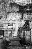 Крест на месте захоронения стоковая фотография rf