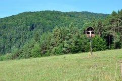 Крест обочины в горах Стоковые Изображения RF