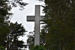 Крест пасхи восхода солнца утеса Greywacke на Mt Davidson Сан-Франциско, 7 стоковая фотография rf