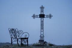 Крест погоста в силуэте Стоковые Фотографии RF