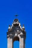 Крест прихода с голубым небом Стоковые Изображения