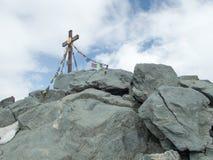 Крест саммита горы Grossglockner в Австрии стоковое изображение rf