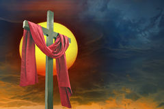 Крест, солнце и небо Стоковые Фотографии RF
