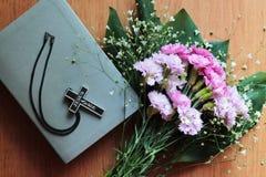 Крест с надписью Иисусом сохраняет Стоковое Изображение