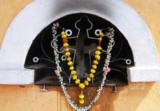 крест украсил цветки Стоковое Фото