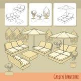 Кресла для отдыха под зонтиком и цветками патио в баке Стоковое Изображение RF