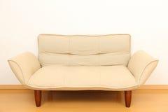кресло в живущей комнате Стоковые Изображения