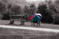 Кресло-коляска и зонтик Стоковые Фотографии RF