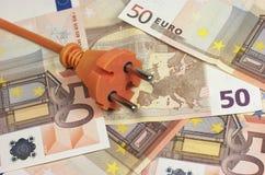 Кредитки и штепсельная вилка евро стоковое изображение rf