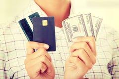 Кредитная карточка и наличные деньги Стоковые Изображения
