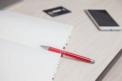 Кредитная карточка smartphone ручки тетради монитора компьютера Стоковое Изображение RF
