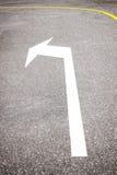 Кривая к левому знаку на дороге стоковые фотографии rf