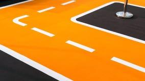 Кривая оранжевых идущих следа и майн Стоковые Изображения