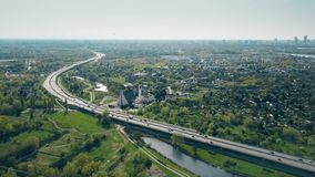 Кривая шоссе около Варшавы Польши акции видеоматериалы