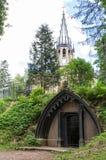 Крипта Адольфа в парке Shuvalovsky стоковая фотография