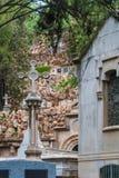 Крипта и крест на кладбище Montjuic, Барселоне, Испании стоковая фотография