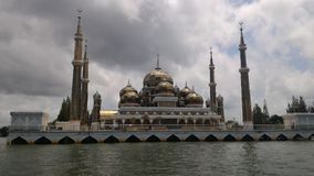 Кристаллическая плавая мечеть Kuala Terengganu стоковые изображения