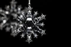 Кристаллическая снежинка на черной предпосылке Стоковая Фотография