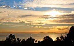Кристаллический заход солнца Калифорнии бухты стоковое фото