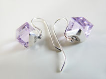 кристаллический серебр lila серег Стоковые Фотографии RF