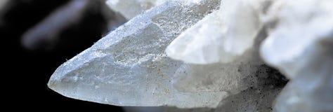 Кристалл кальцита, взгляд друзы в известняке, находка s детали стоковое изображение rf