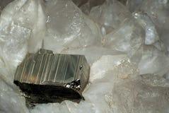 Кристалл пирита в горном хрустале drusen Стоковая Фотография RF