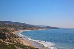 Кристаллическая береговая линия Калифорнии пляжа Ньюпорта бухты Стоковые Фотографии RF