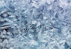 Кристаллическая белая картина заморозка на стекле утра Стоковые Фото